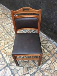 cadeiras de madeira com almofadas para reforma