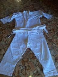 Vendo Kimono Branco GG (Novo Usado apenas 2 vezes)