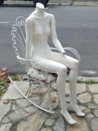 Manequim sentada