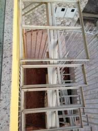Escada estrutural para acesso a mezanino