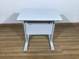 Mesa de escritório pequena cinza