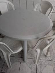 Vendo essa mesa com 4 cadeira tramontina