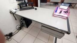 Mesa escritório com 2 gavetas 1,40m x 0,68