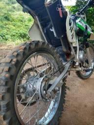 XR 220 ano 2001