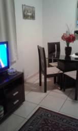 Alugo Ap 2 quartos mobiliado condominio familiar e seguro 1 vaga garagem R$1200,00