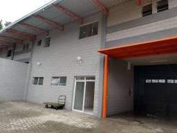 Galpão industrial novo, situado na Rua das Industriais Ferraz de Vasconcelos-SP