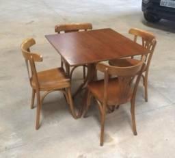 Jogo de 1 mesa e 4 cadeiras