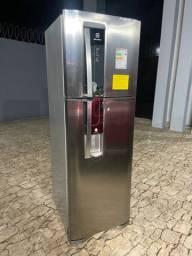 Vendo geladeira inox gelando super bem muito bem conservado um grande