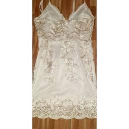 Vestido branco com dourado