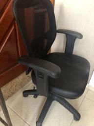 Cadeira giratória - semi nova