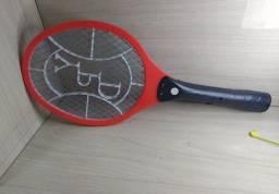 Raquete mata mosquito ?