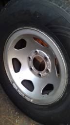 Jogo de Rodas D 20 usadas com pneus novos.