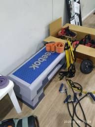 Acessórios de academia, halter, anilhas, barra, caixote, bola de pilates, etc