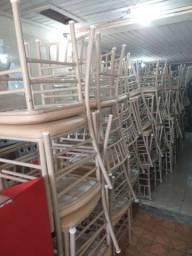 Vendo 74 cadeiras reforçada semi nova ( 90,00 a unidade ) entrego