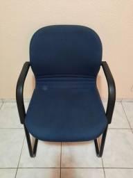 Cadeira de escritório sem rodinha.