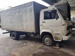 Vendo ou troco por caminhão mais novo. Assumo financiamento. De caminhões 3/4.