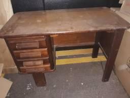 Escrivaninha de madeira antiga