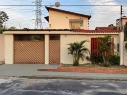 Linda casa em condomínio próx av das Torres