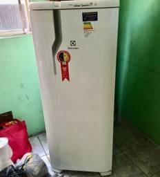 Geladeira Electrolux R$ 800,00