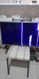 Vendo TV com defeito para retirada de peça interessados  contato  988 44 5756