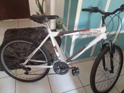 Bicicleta aro  26 com amortecedores. Semi nova..