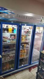 Expositora de bebidas 3 portas