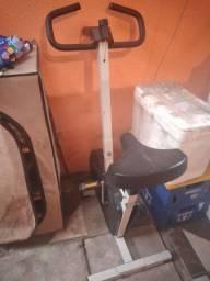 Bicicleta ergométrica usada com mal funcionamento.