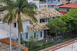 Casa à venda a poucos metros da Lagoa da Conceição com 365m² privativo
