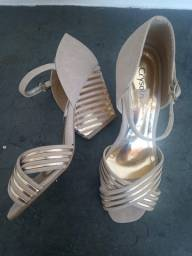 Sandália Crysalis Bege Com Dourado, Nº35(calça 36)- Mto Nova