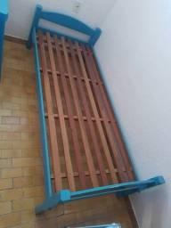 Vendo  camas em madeira de primeira
