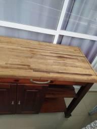 Lindo carrinho de churrasco grande em madeira