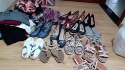 Lote de roupas e sapatos Santa felicidade 40 peças