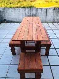 Mesa com bancos de palhete