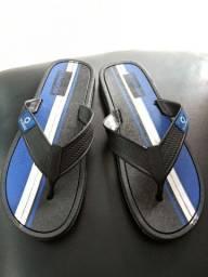 Vendo sandálias masculinas 25 reais cada