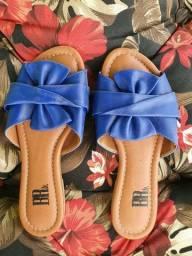 Sandália rasteira de couro laço azul