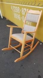 Cadeira de Balanço estofada