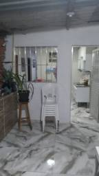 M.E Alugo casa de 2quartos Bairro Santo Antonio