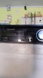 Toca cd marca  Pioner, em perfeito estado.pega cd,rádio,usb.