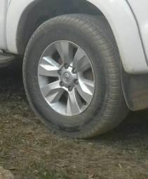 Vendo rodas da hilux