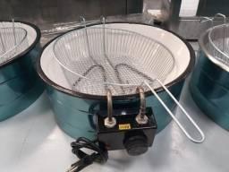 Duas fritadeiras elétricas (7 e 5 litros) e uma chapa para lanches (90 cm)