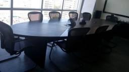 Vendo mesa de escritório e cadeiras.