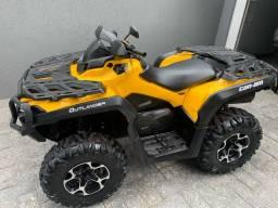 Quadriciclo Canam 650