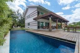 Casa à venda no condomínio Gravatá Country, com 6 suítes e porteira fechada