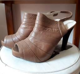 Sapato de salto da marca Cristofoli