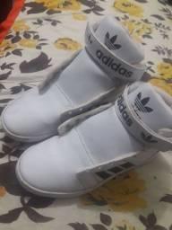 Tenis Adidas botinha
