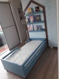 Cama infantil de 1,50 cm com colchão + trio de prateleiras + casinha de parede