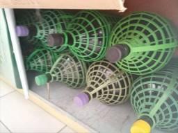 Garrafões de vinho.
