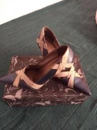 Sapato scarpan semi novo... lindo.
