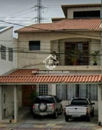 Sobrado Comercial com 245 m². 5 dormitórios. 2 vagas. 2 suítes. Salão. São José - SCS