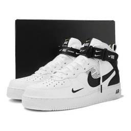 Tênis Nike Air Force 1 MID 07 LV8 Masculino